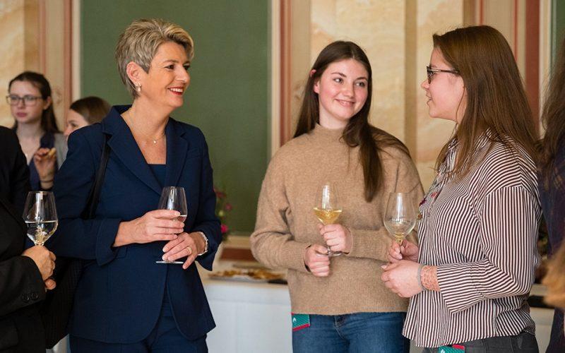 Junge Frauen Treffen